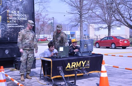 Two soldiers help CCHS students on computers.